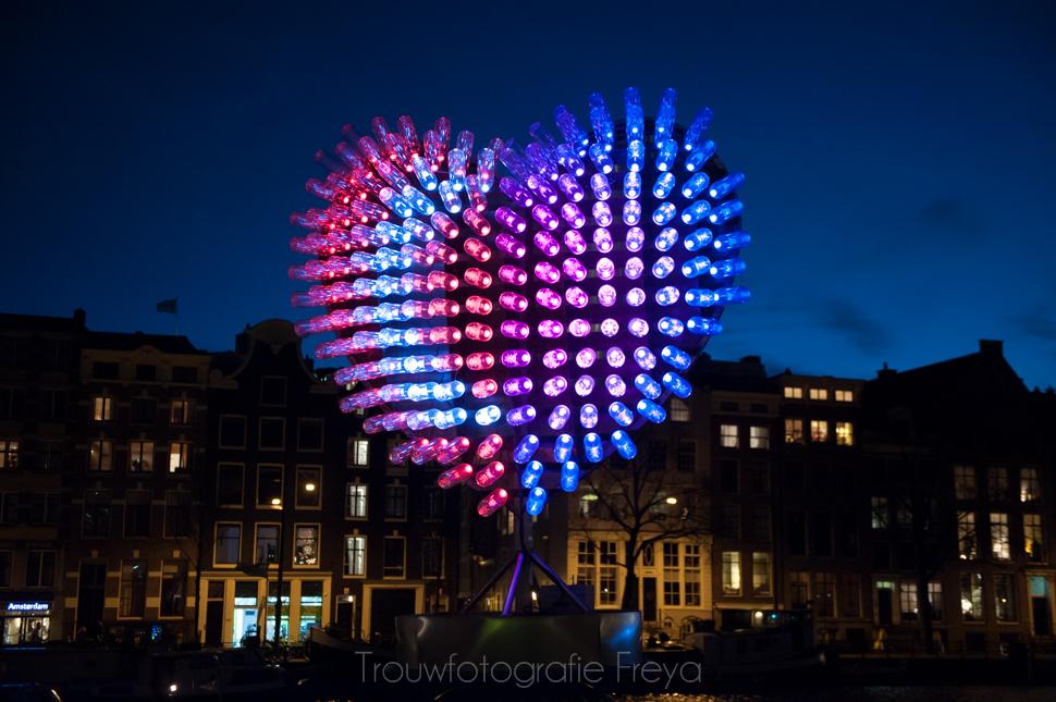 Amsterdam Light Festival Stopera hart vlaggen 2