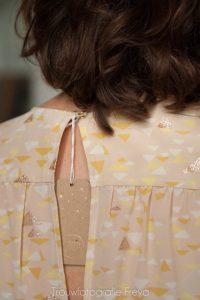 Label in kleding bij fotoshoot