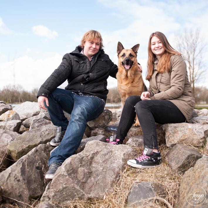 Fotoshoot hond op strandje Hoorn park