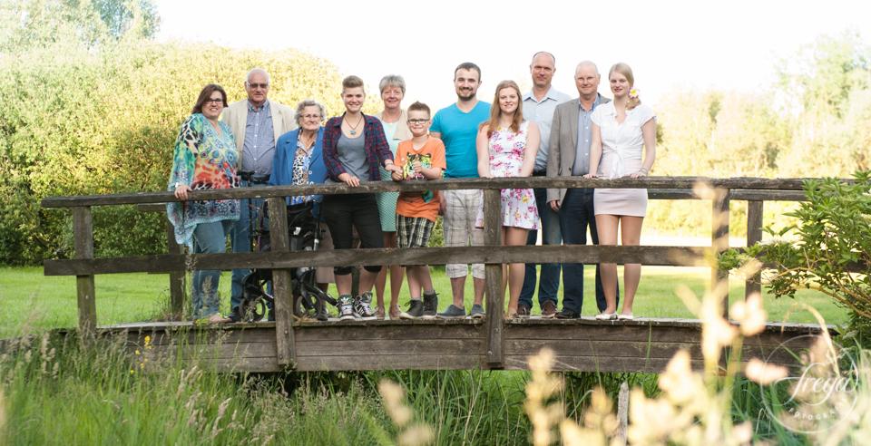 familiefoto op brug hemmeland
