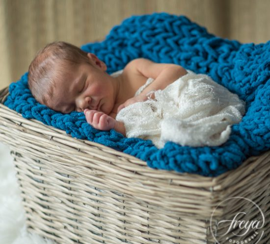 newborn shoot baby solo in mand