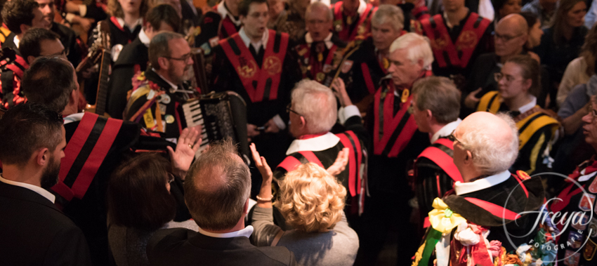De tuna van Piet speelt Adios - uitvaart Brabant muziek rouwfotografie Noord Holland