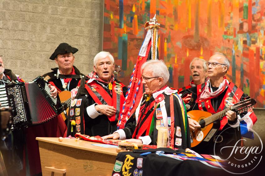 Uitvaart in crematorium Heeze Brabant - Tuna muziek maken rond de kist