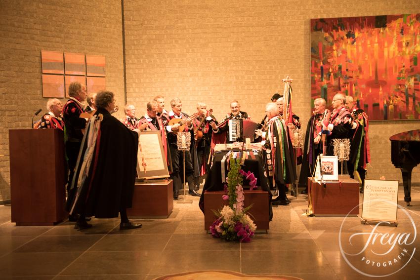 Uitvaart in crematorium Heeze Brabant - muziek maken rond de kist