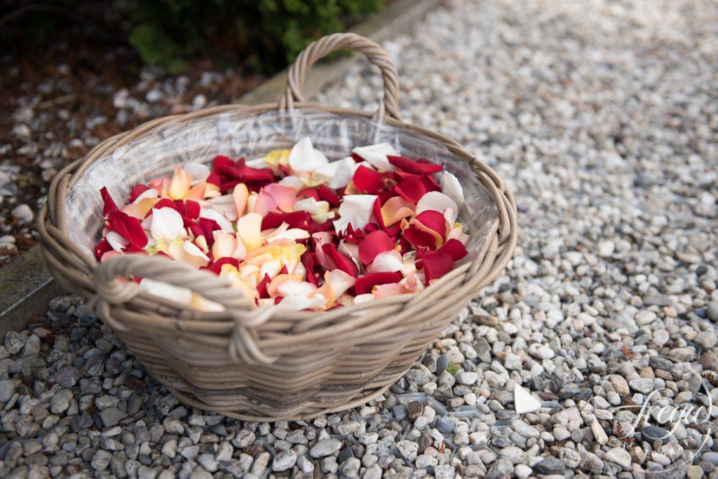 Bloemblaadjes om in het graf te strooien, een laatste groet