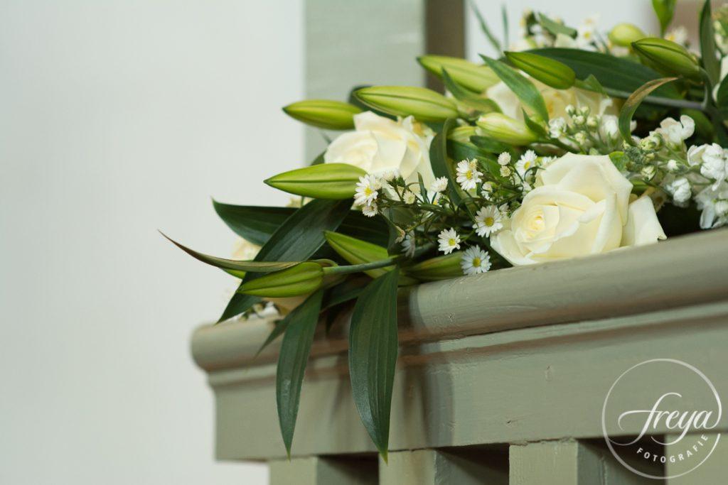Bloemen uitvaart wit groen