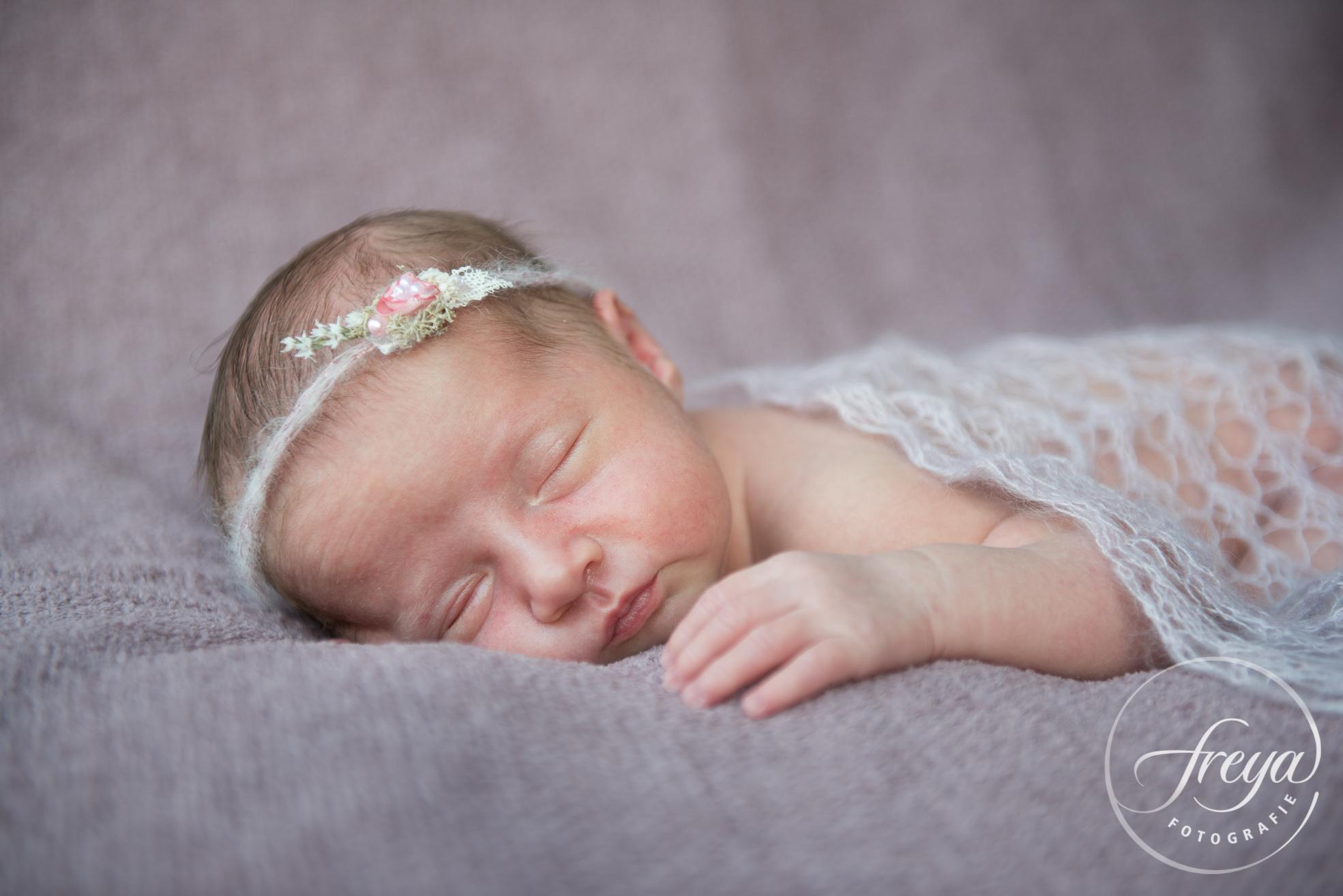 Newborn baby Jayda - Trouwfotografie Freya - 006