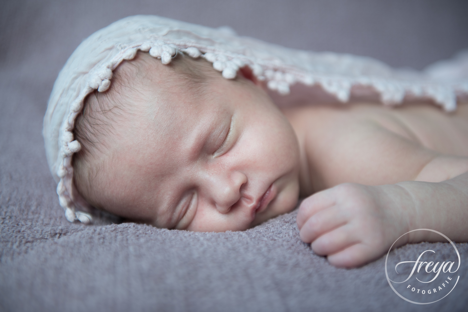 Newborn baby Jayda - Trouwfotografie Freya - 008