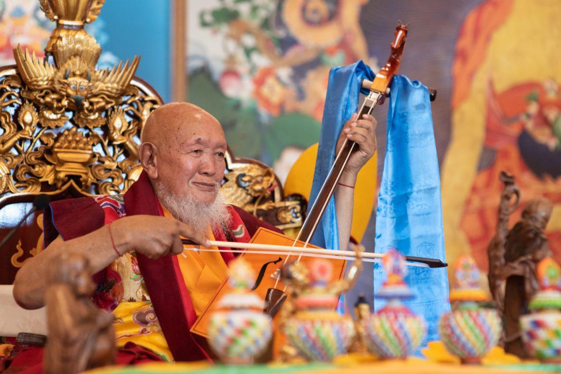 Lama Gangchen Rinpoche tijdens zijn long life puja 2018 in Albagnano